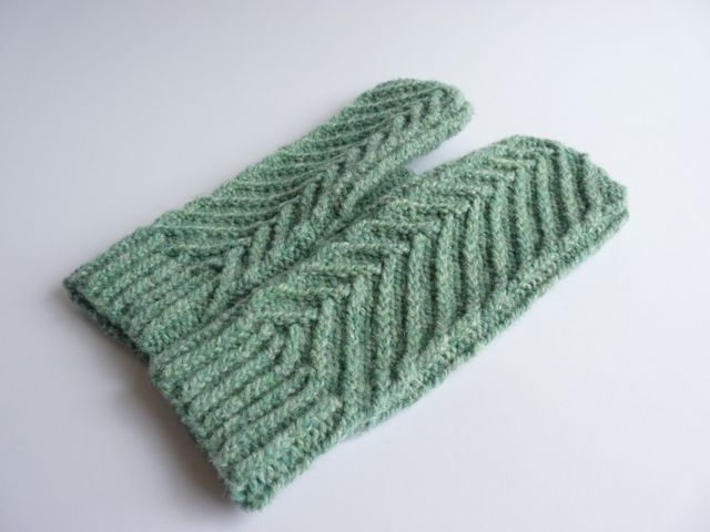 Feathercrest Mittens1