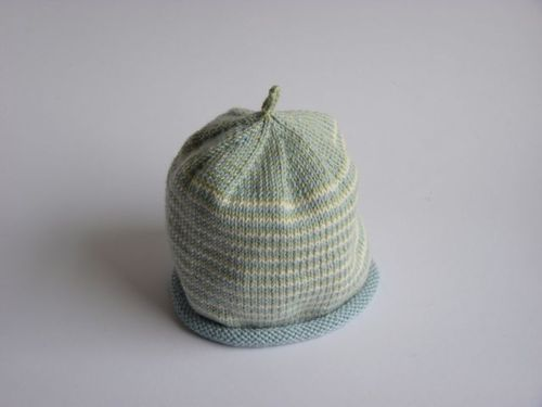 It s the same Debbie Bliss striped hat pattern that I ve used before a3b774bb312